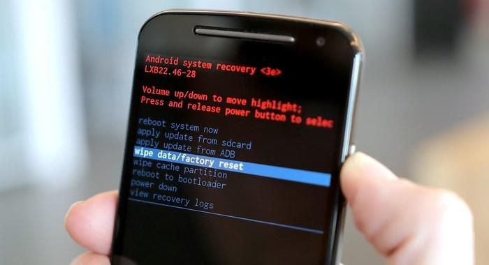 после обновления андроид не загружается телефон всегда указывает сведения